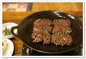 2620067201011003k_Tteokgalbi (Grilled Short Rib Meat Patties).jpg