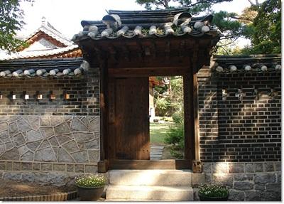 5-성북동나드리-이종석별장 -작은문.jpg